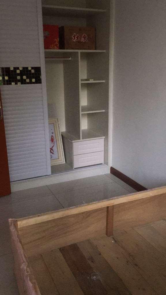 四院片房屋出租   2室一厅  地暖  中间楼层  精装修  月租1000元 手慢无